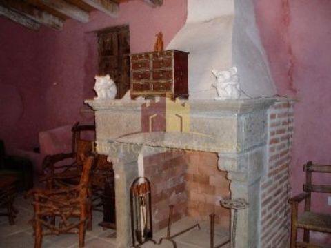 Chimenea tallada en piedra