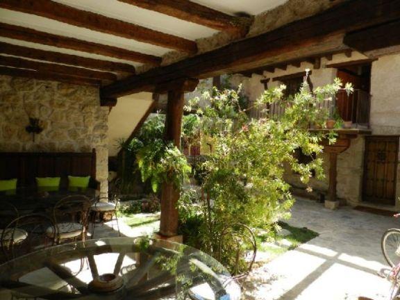 Antigua casa de piedra rehabilitada en Alocén (Guadalajara)