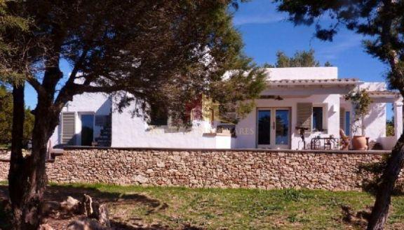 Propiedad de estilo payés y jardín en Formentera